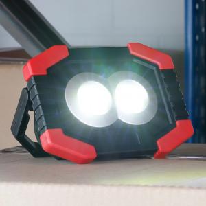 LED Arbeitslampe mit Front- und Seitenlicht